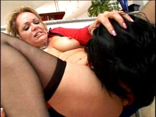 Horny mature Kelly Leigh eating stud meat