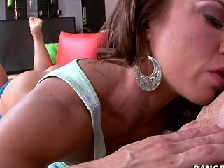 On this week recent update of Blow Job Friday we found are self a gorges dark brown with in awesome body that up to having some fun. This Babe resolves to strip down showing her talent and previous to u know it, this babe's on her knees showing the world that not merely can this babe engulf a 10-Pounder but could do it more excellent then anyone. But foremost, her talent of engulfing dick is outrages. Watch as that babe starts to stroke and engulf Mike's schlong till it melts. Its fucking awesome.